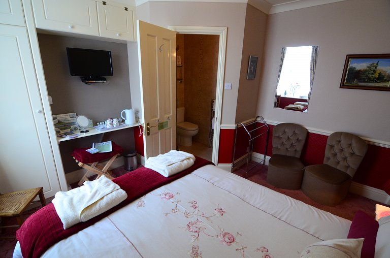 En-Suite Double Bedroom with Shower
